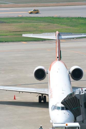 Uni Air B-17922 MD-90 207E04_TOYAMA 076-01