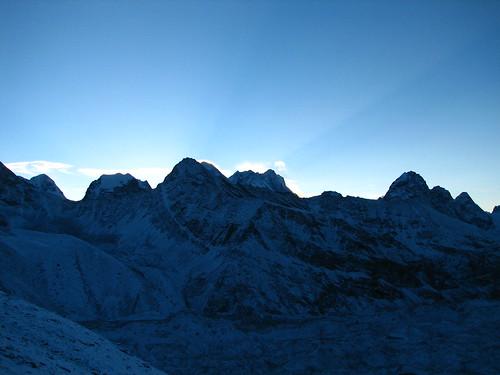 ri nepal mountains sunrise trek geotagged solukhumbu sagamartha gokyi geo:lat=2798132867651713 geo:lon=8682876772143858