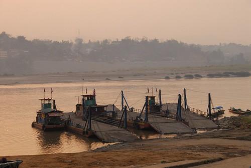 ferry sunrise geotagged thailand mekong chiangkong 4290 geo:lat=202755 geo:lon=100405666666667