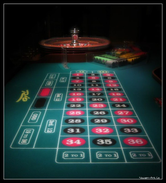 Roulette flickr photo sharing for Table tv a roulettes