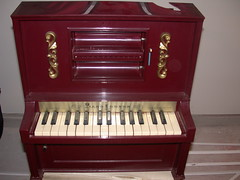 celesta, piano, keyboard, spinet, player piano, string instrument,