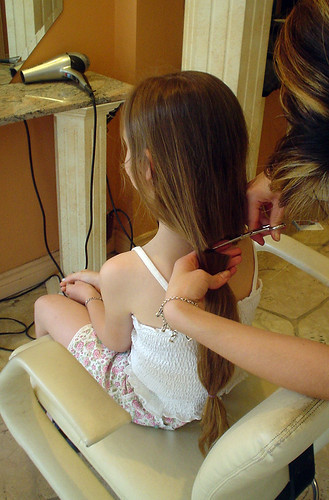 Grier donates her hair for cancer patients