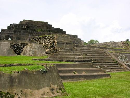 latinamerica america nikon maya central latin elsalvador santaana fm centralamerica tazumal 0608 chalchuapa e8800 youngrobv elpulgarcitodeamerica mayatrek06 f2276