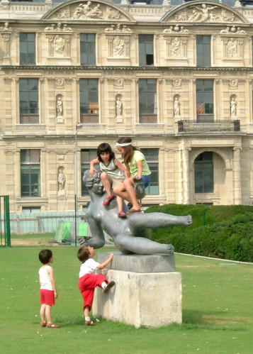 Kids Climbing on a Statue @ The Louvre, Paris