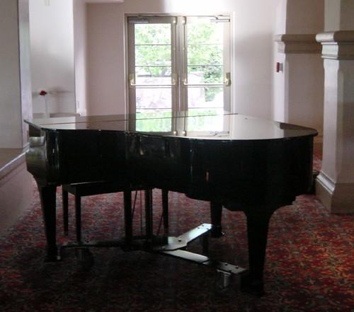 le th me de dana l 39 instrument de musique le blog d 39 iris et de narcisse. Black Bedroom Furniture Sets. Home Design Ideas