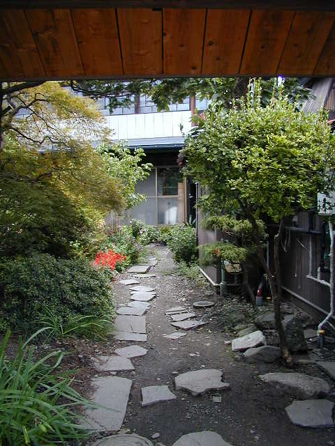 Japanese house entrance flickr photo sharing for Japanese garden entrance