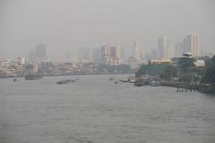 Chao Phraya River in Bangkok (2007-01-076)