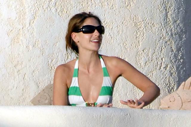 Sarah Michelle Gellar - Hot Tub Candids - 11. Día de piscina con bikini ...