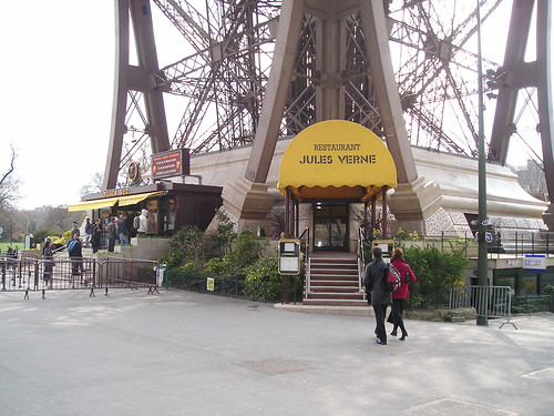 travel eiffel tower restaurant jules verne. Black Bedroom Furniture Sets. Home Design Ideas
