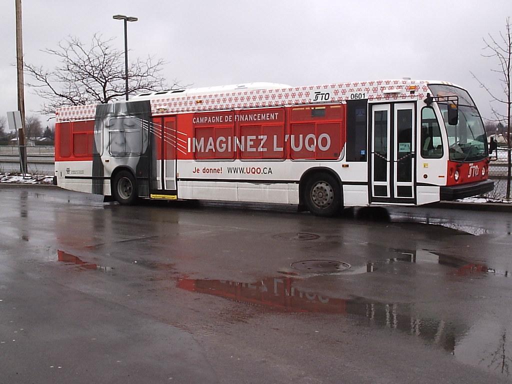 Imaginez L'UQO Bus Wrap