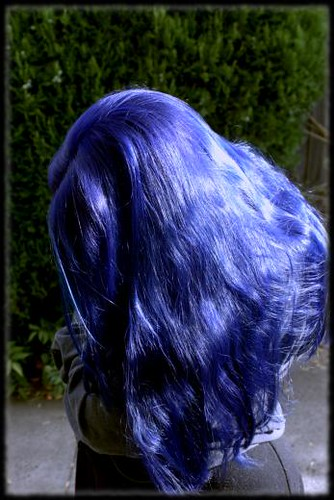 Long blue hair (2004)
