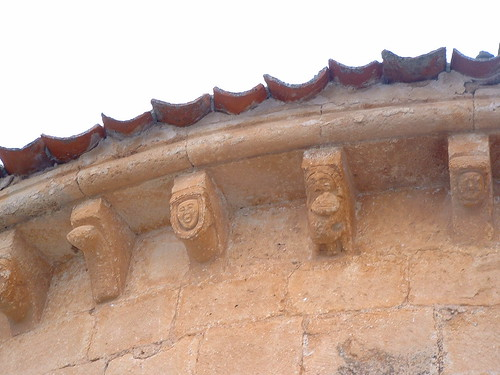 Iglesia - Canecillos 1
