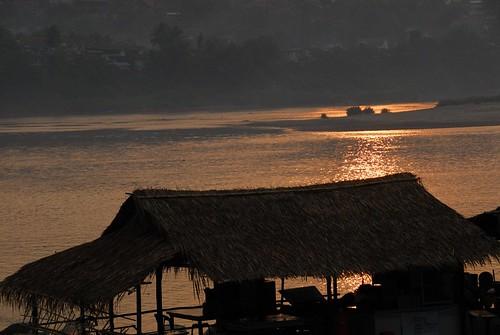 sunrise river geotagged thailand mekong chiangkong 4303 geo:lon=100405666666667 geo:lat=202756666666667