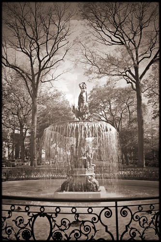 bw water fountain canon landscape kentucky southern exposition louisville 1892 stjamescourt