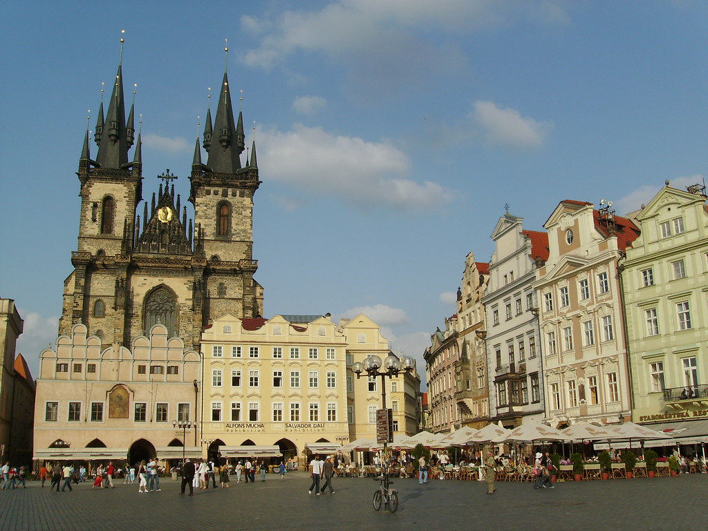 Old town square prague visitors guide for Prague square