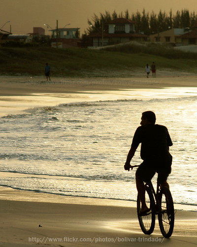 reflection praia silhouette brasil backlight canon contraluz landscape rebel gold bolivar bicicleta paisagem dourado santacatarina reflexo pinheira xti challengeyouwinner duetos superaplus aplusphoto diamondclassphotographer sulhueta bolivartrindade©allrightsreserved