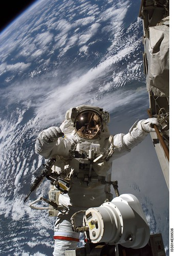 Released to Public: Astronaut Robert L. Curbeam, Jr., STS-116 Spacewalk (NASA) by pingnews.com