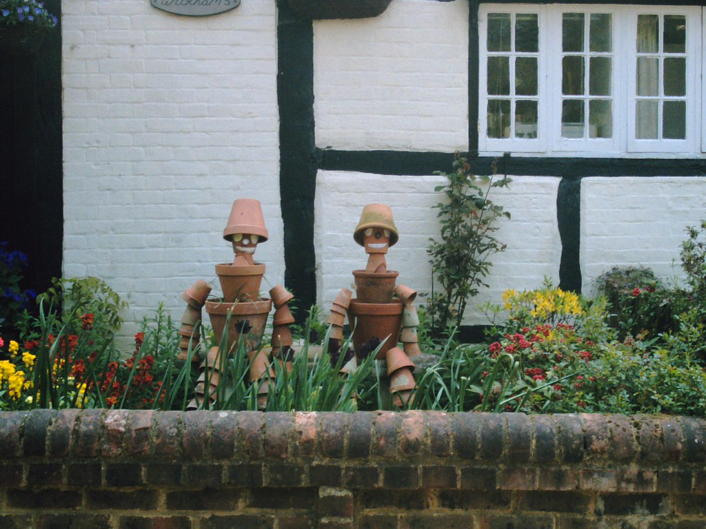 Flowerpot Men Shere residents Bill & Ben. D.Allen vivitar 5mp