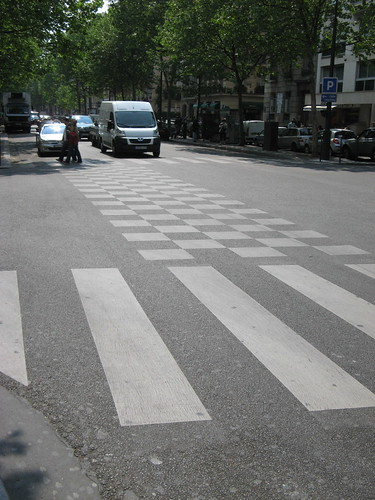 Paris Busway - crossing intersection