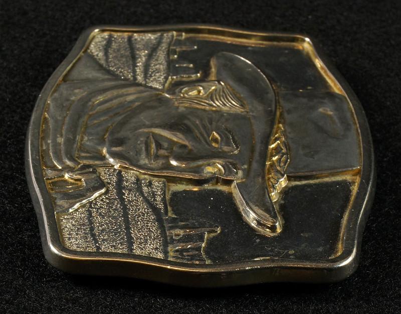 RD15030 John Wayne Belt Buckle Man of the Golden West Olde New England Mint 1985 with Certificate DSC07252