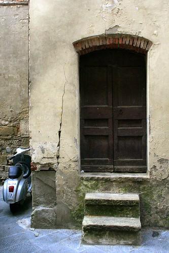 Due scalini + Vespa by migliosa