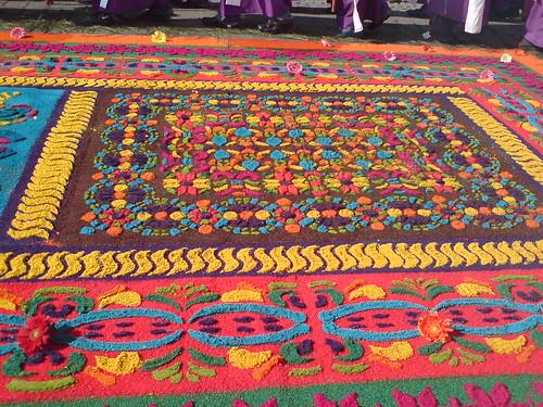 Alfombras de aserr n de guatemala for De que estan hechas las alfombras