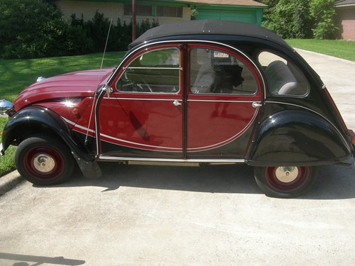 Citroen 2 cv in Shreveport by trudeau