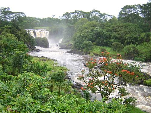 Pe'epe'e Falls in Hilo