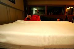 behold! the king size memory foam mattress    MG 3270