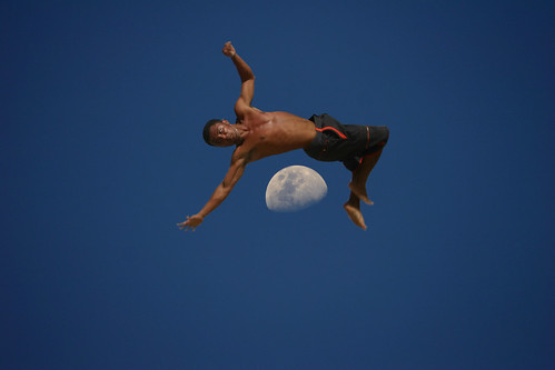 Capoeira over the Moon