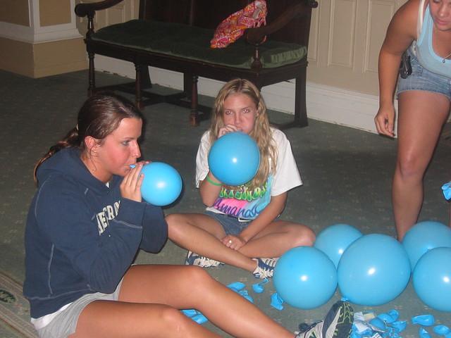 balloon blowing up machine