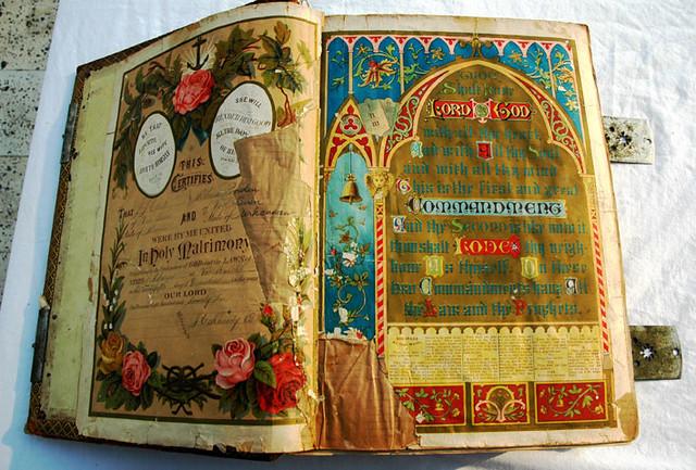 120 year old Bible title page (as of 2005) American - 無料写真検索fotoq
