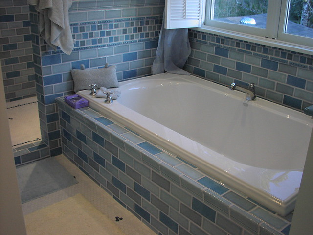 two person tub with tile surround