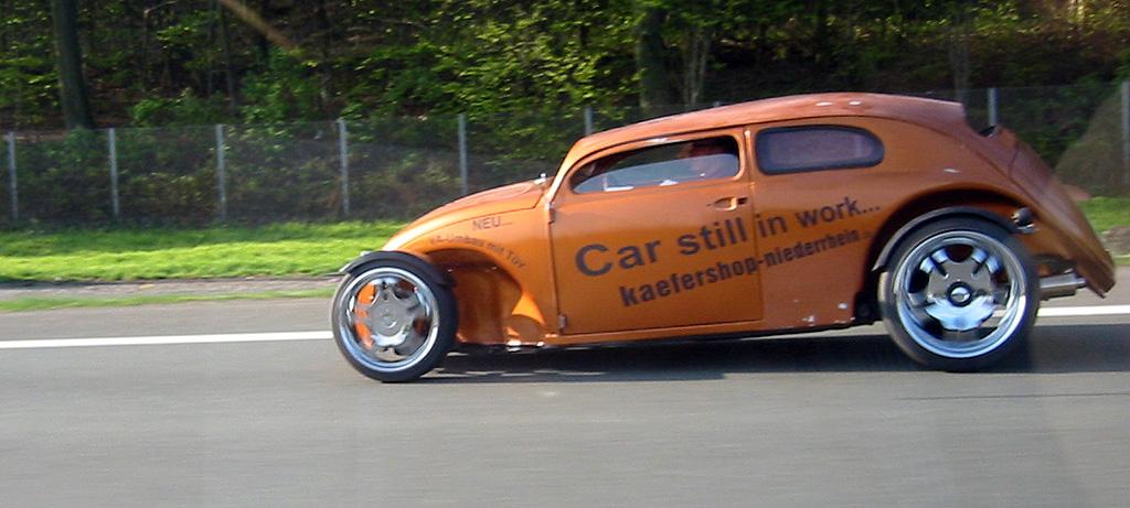 Hotrod Käfer auf der A2