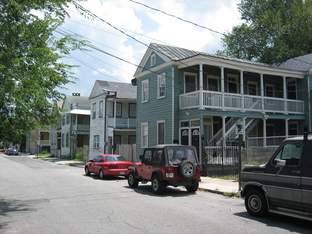 Charleston row houses these amazing old somewhat for Charleston row houses