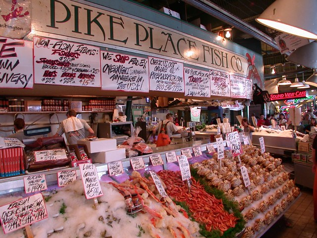 Pike 39 s place fish market seattle the famous placer for Famous fish market in seattle