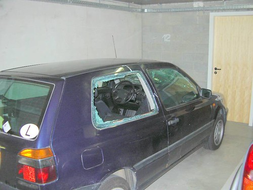 Vehículo robado en un garaje