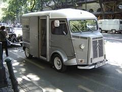 truck(0.0), horse trailer(0.0), recreational vehicle(0.0), automobile(1.0), van(1.0), commercial vehicle(1.0), vehicle(1.0), citroã«n h van(1.0), antique car(1.0), land vehicle(1.0), motor vehicle(1.0),
