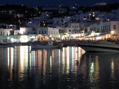 aa 84 Mykonos by night 2