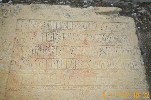 Inscripción fundicional en una piedra del s. X.