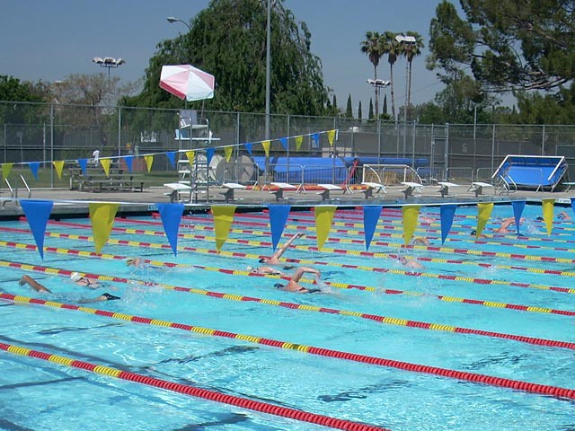 Van nuys sherman oaks pool sunday workout located in for Garden oaks pool