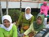 tiga anggota MUslimat Kembaran