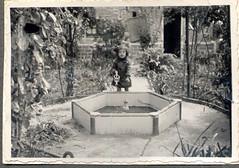 LluÏsa al jardí de l'avi.