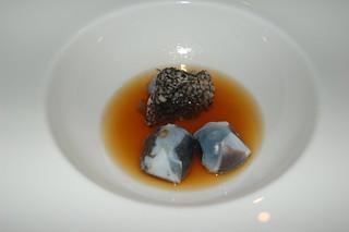 Berasategui - 2001 - Consommé de chipiron, ravioli farci de son encre et croustillant