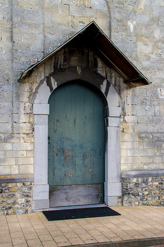 Sint-Huibrechts-Hern, deur van Sint-Hubertuskerk