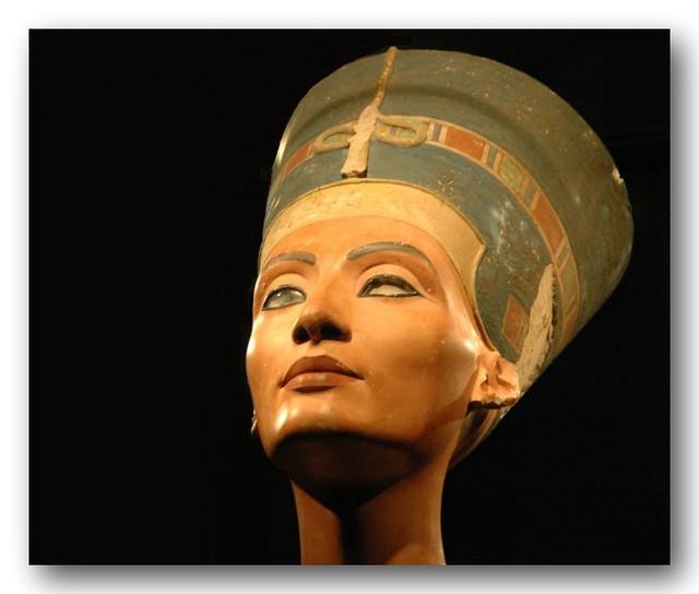 2005_0224_130944ab Queen Nefertiti, Wife of Pharaoh Akhenaten, now in the Neues Museum, Berlin.