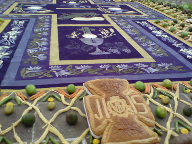 Alfombra de velaci n en antigua guatemala semana santa for Alfombras de antigua