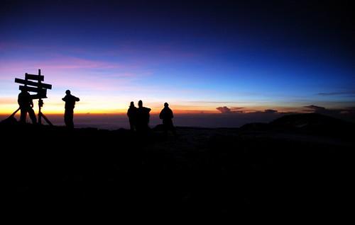 africa kilimanjaro sunrise tanzania uhuru kili asle uhurupeak elevation55006000m altitude5895m summituhurupeak mountainmtkilimanjaro