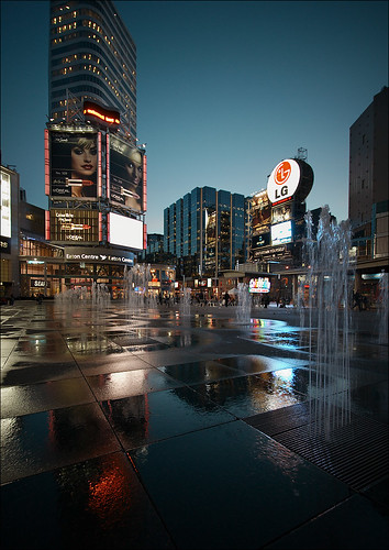 dundas square fountains