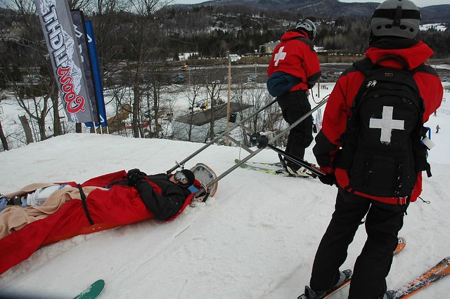 Photo-Axis slopestyle 2007 ski knee injury